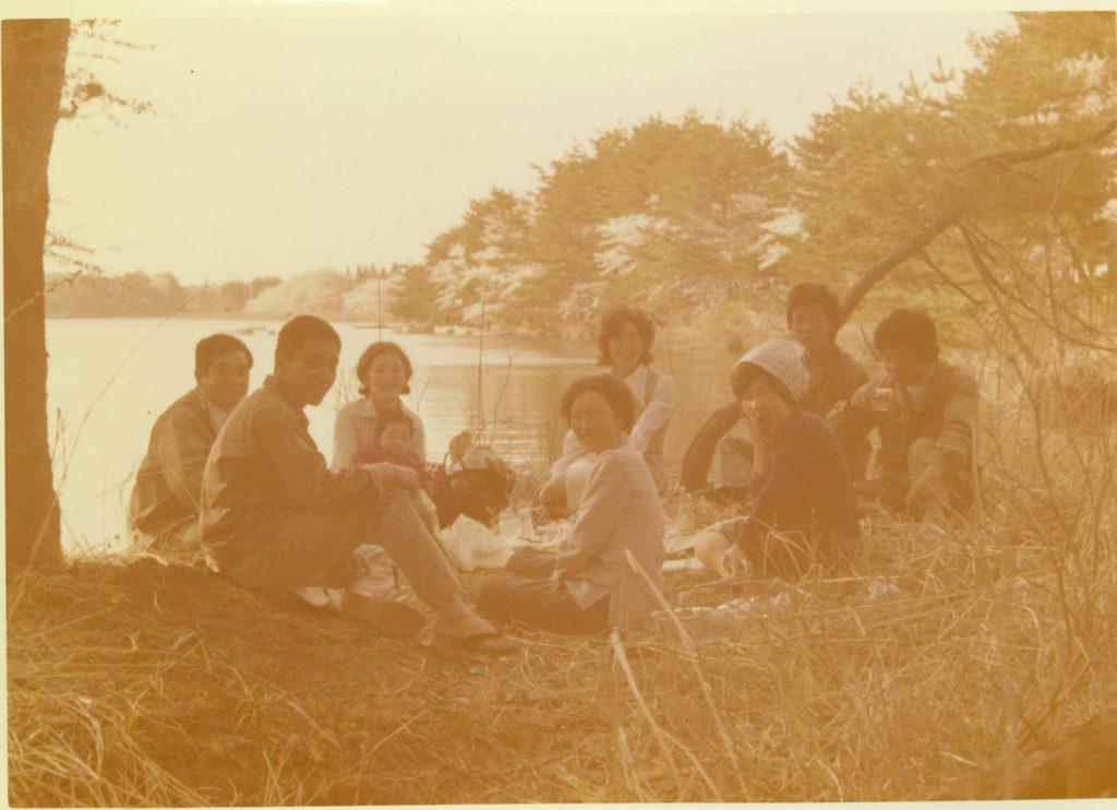 初代メンバー徳良湖湖畔にて